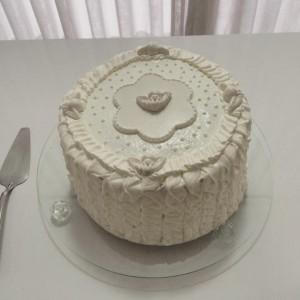 bolo confeitado com glace batizado
