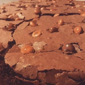 brownie com gotas de chocolate belga