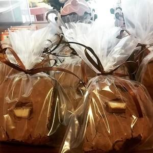 brownie de kinder embalado para lembrancinha