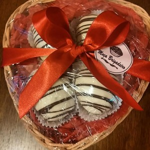 caixa coração com bombons de morango