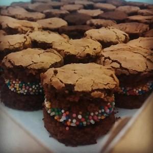 mini brownie recheado com brigadeiro